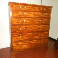 Mahogony toll boy . Chest off drawers . Hi 140 cm, 120 cm wide . 600 euro