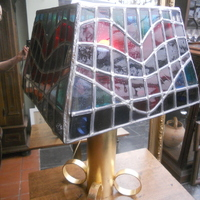 Schemerlamp - glas in lood met vergulde basis 260 euro